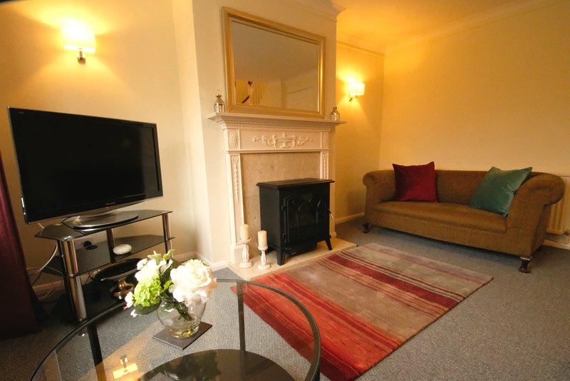 Cheltenham 2 bed central townhouse with parking, location de vacances à Southam