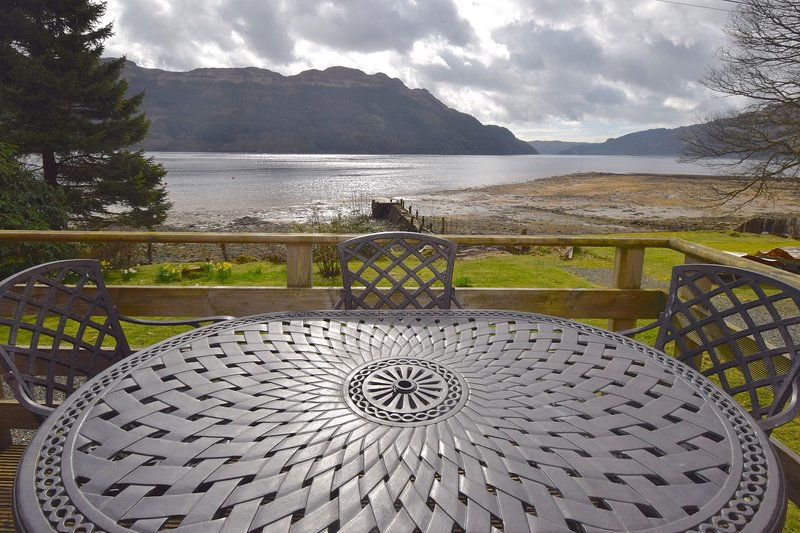 Dalriada by Loch Goil - A get-a-way-from-it-all holiday home by the loch side, holiday rental in Loch Eck