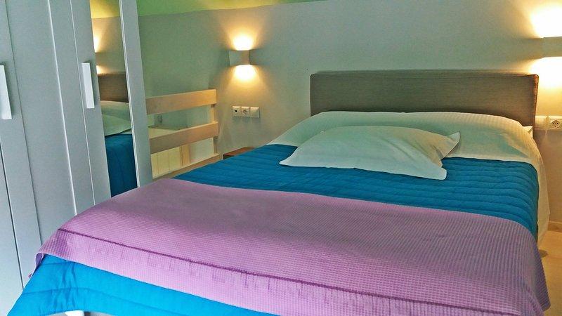 Double Room with attic, casa vacanza a Elliniko