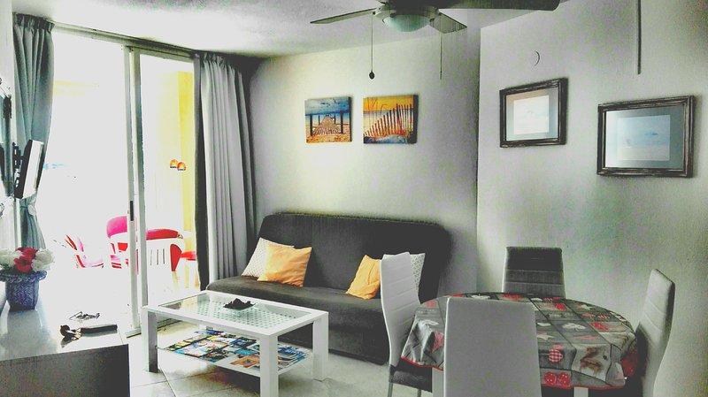Apartamento coqueto ApoloVII urbanización privada., holiday rental in Calpe