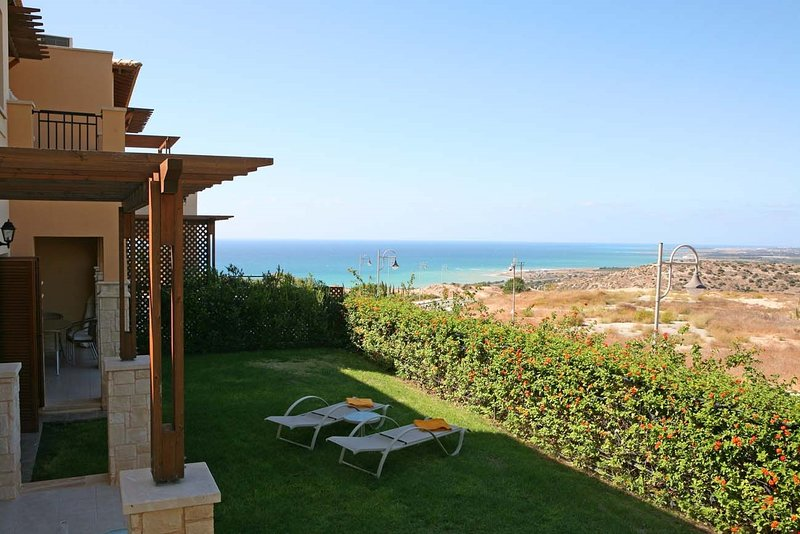 Get lots of sun on your terrace or balcony with stunning views!