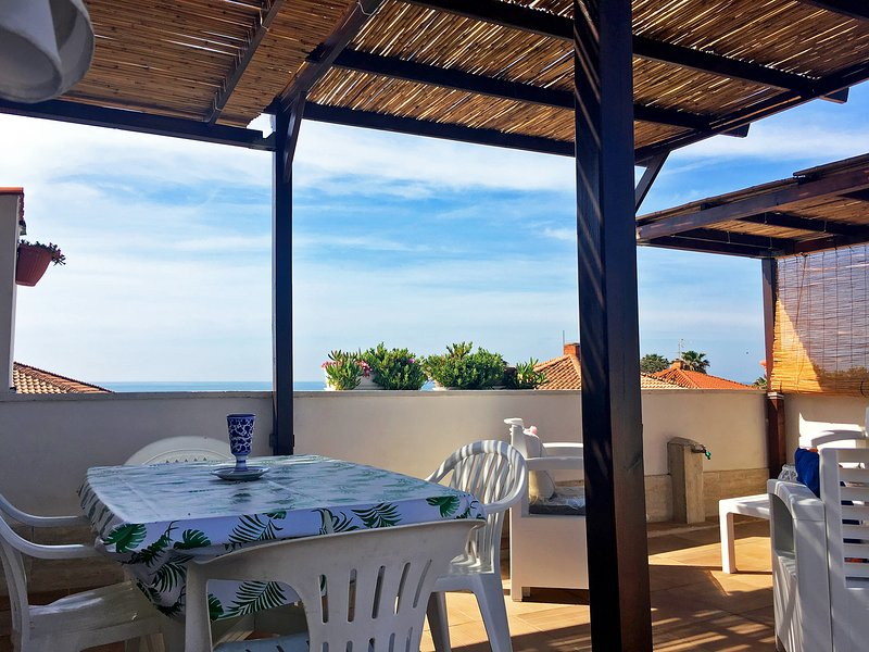 Appartamento in villa sul mare, vacation rental in Frasso