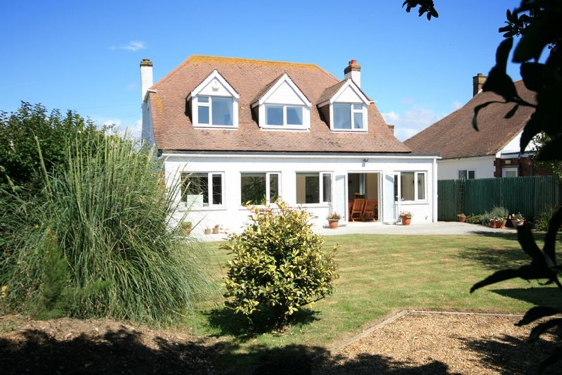 Roshanara, West Wittering, holiday rental in Bracklesham Bay