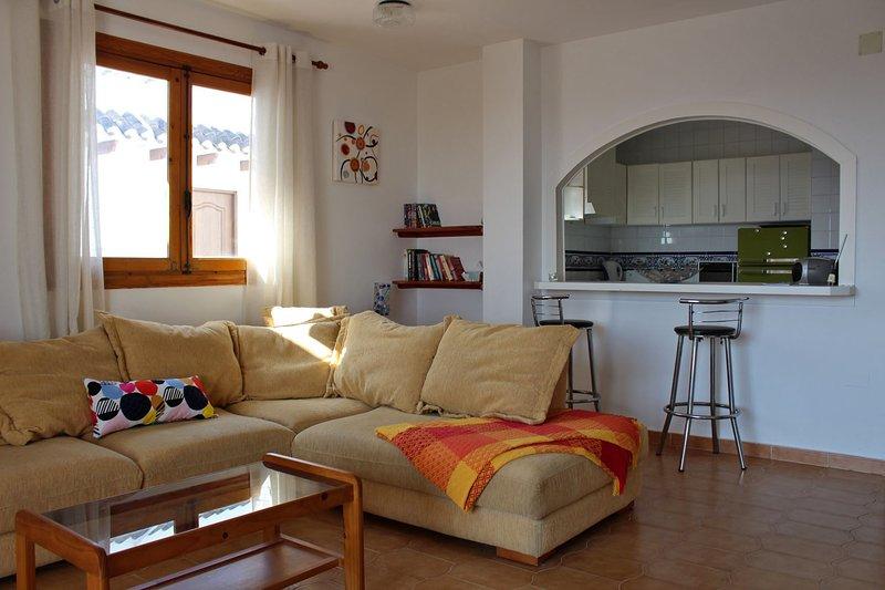 Livingroom with breakfast bar to kitchen