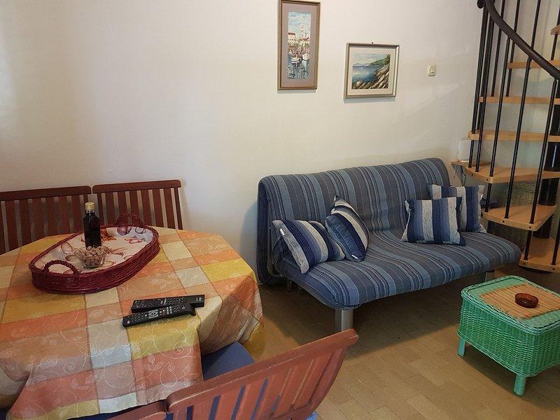H(4+2): dining room