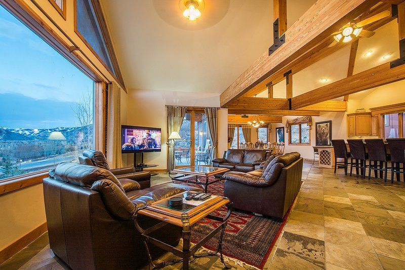 Lavish 7BD Home Near Skiing at Bear Hollow Village by All Seasons Resort Lodging, location de vacances à Snyderville