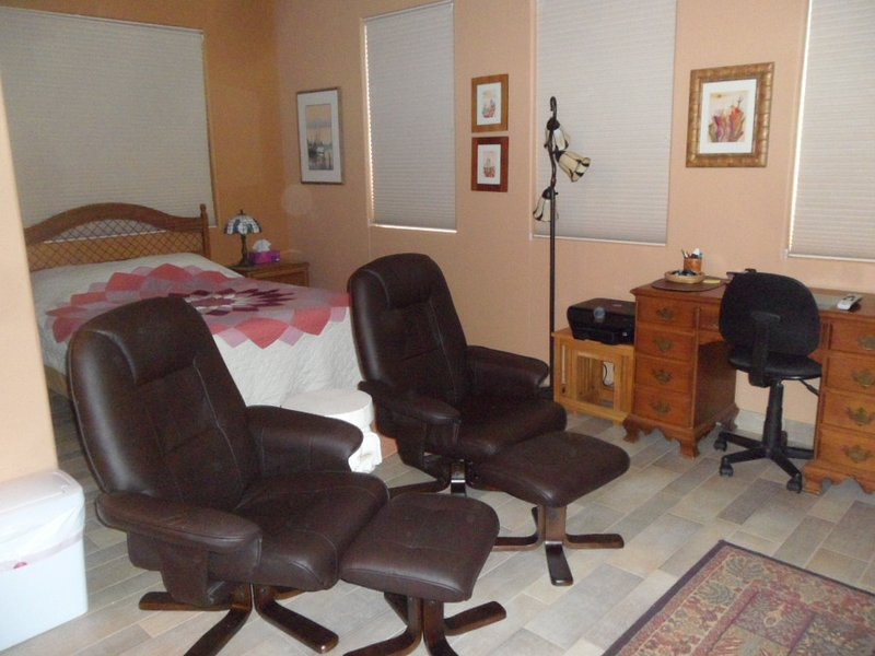 Mother-In-Law Studio Apartment In Quiet, Scenic Gated Community, location de vacances à Green Valley