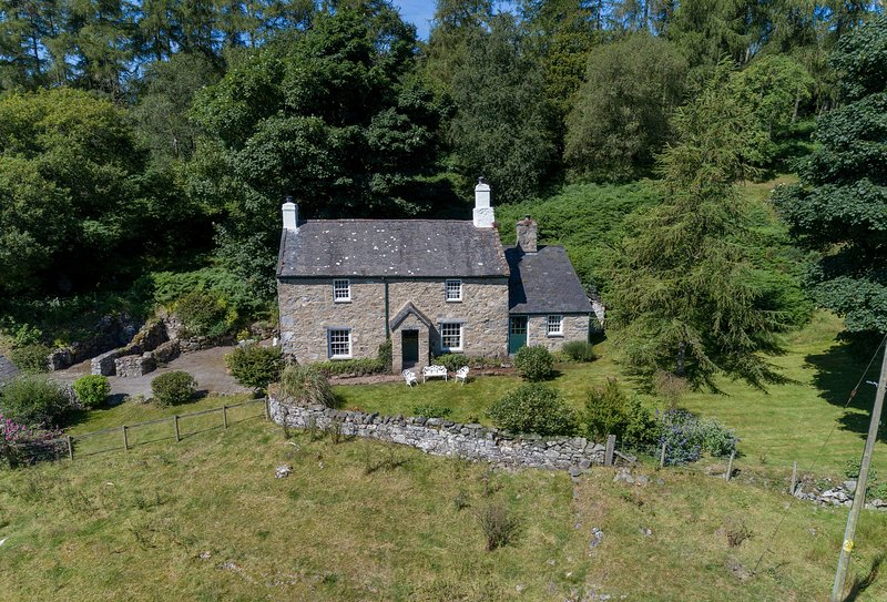 Garth Iwrch, holiday rental in Rowen