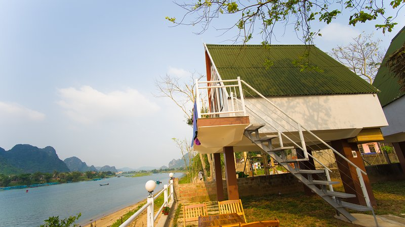Carambola Bungalow 06 - 1 Queen bed with river and moutain view., location de vacances à Phong Nha
