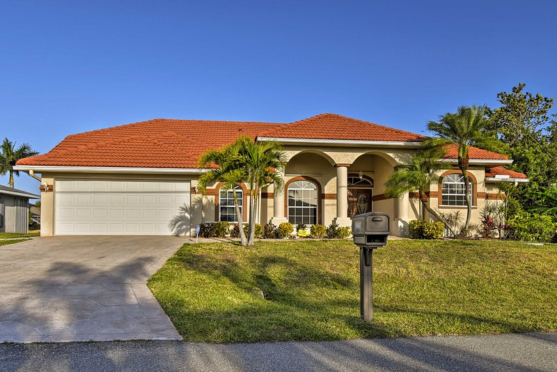 This Port Charlotte property comfortably sleeps 8 guests.
