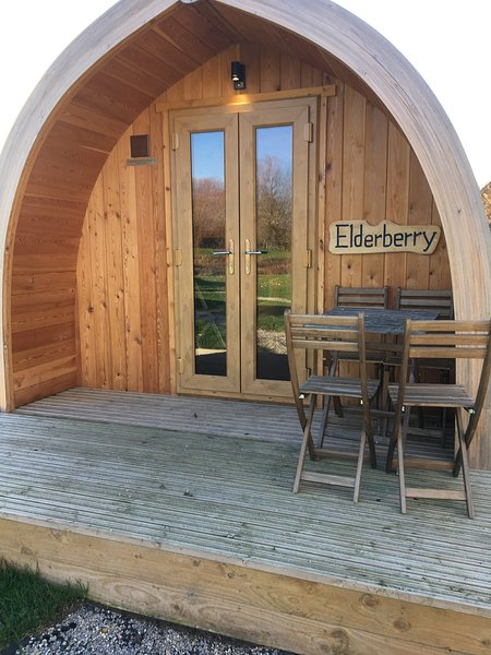 Fully equipped glamping pod close to Cheddar (Elderberry), casa vacanza a Catcott
