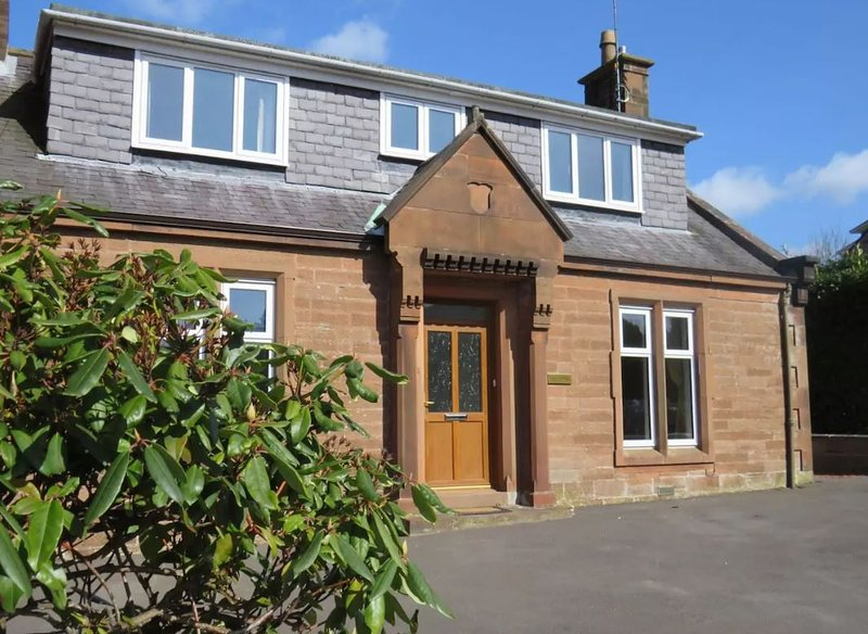 Sandstone House | Garden | Parking | Games Room | in Dumfries, vacation rental in Lockerbie