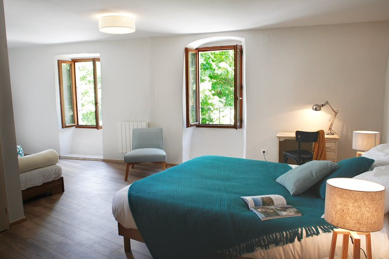 Chez la Marthe, Chambre d'hôte familiale, Ailhon, holiday rental in Prades