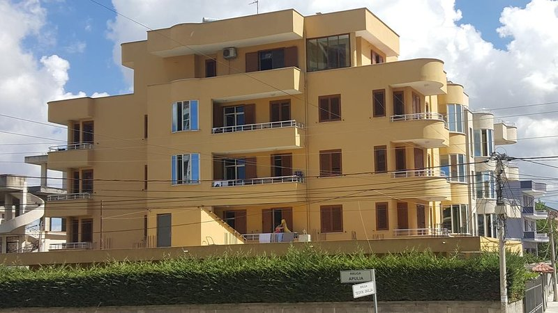 Apartments 'Tre Pini', casa vacanza a Durazzo