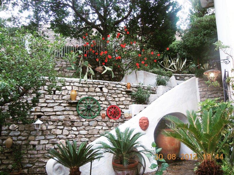 Un'oasi ad un passo dal mare con giardino privato, holiday rental in Condofuri