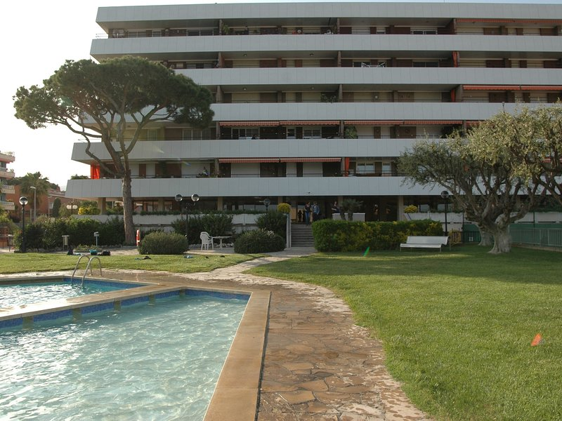 Apartment in front of the beach 30 minutes from Barcelona by train, vacation rental in Alella