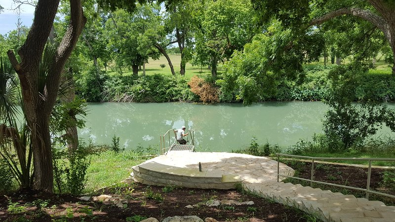 Historic Getaway on the San Marcos River, vacation rental in San Marcos