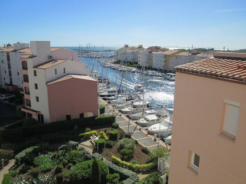 Large 2 bed apartment / Vieux Port, casa vacanza a Cap-d'Agde