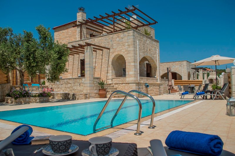 Private pool★Stone villa ★ BBQ, holiday rental in Voukolies