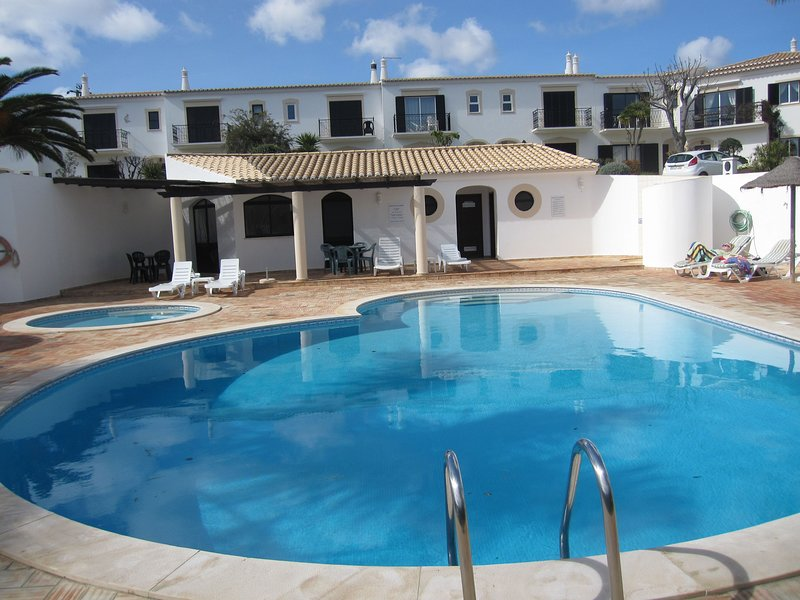 3 Bedroom Villa, Western Algarve, vacation rental in Montes de Cima