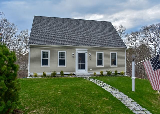 Contemporary three bedroom sleeping 8 located in Yarmouth Port, holiday rental in Yarmouth Port