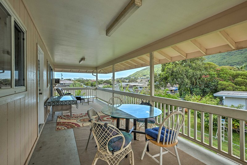 Sip your morning coffee on the balcony while admiring the valley views!