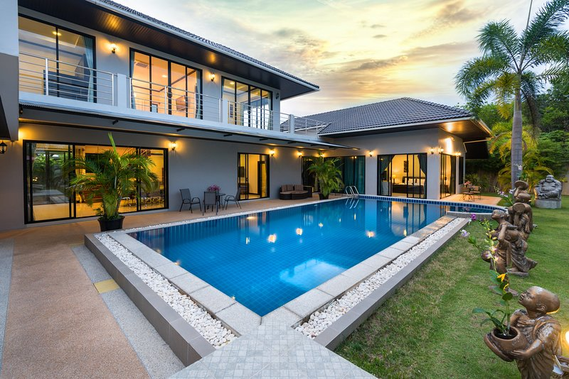 Fully serviced Grand Villa Luxury Holidays Phuket, alquiler de vacaciones en Bang Tao Beach