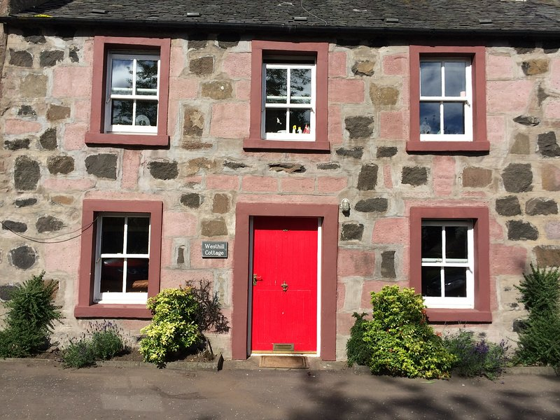 Charming Country Cottage, holiday rental in Birnam