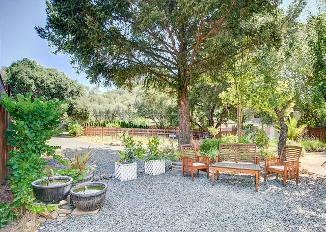 Glen Ellen Gem with Large Private Yard & BBQ, 10-Minute Walk to Downtown, location de vacances à Glen Ellen