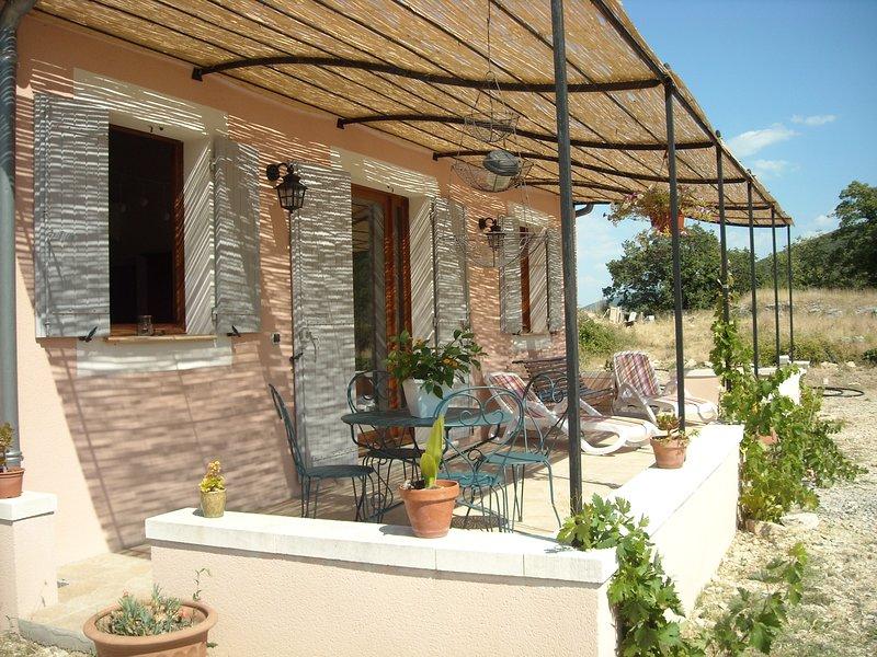 Charmant gîte au piesd du Luberon, holiday rental in Castellet