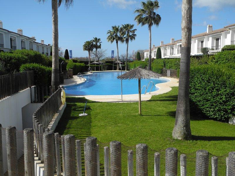 Precioso Adosado cerca de playa y pueblo, holiday rental in Cartaya