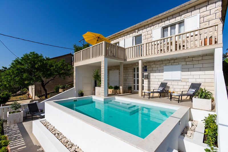 Holiday home Vallis, vacation rental in Povlja