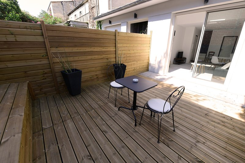 ★ TERRASSE ★ STUDIO ★ PARKING (optional) ★ SWEETHOMEBORDEAUX, casa vacanza a Begles