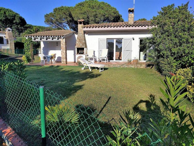 Fornells de la Selva Holiday Home Sleeps 4 with Pool and WiFi - 5623860, alquiler de vacaciones en Regencós