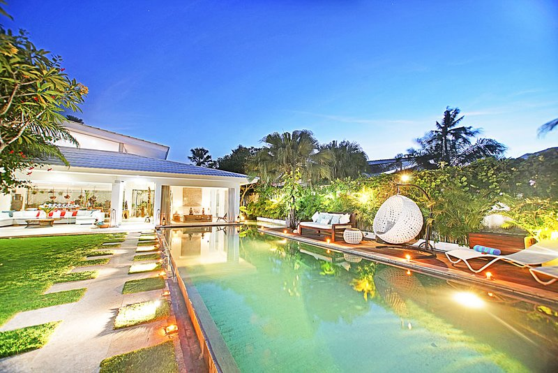 Jumah Luxury 4 Bedroom Villa close to 'Finns', Berawa, holiday rental in Kuta