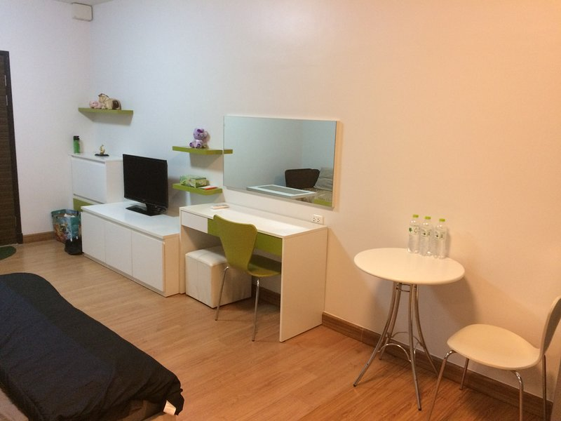1 Bedroom, near BTS Bang Wa Train station, holiday rental in Samut Sakhon
