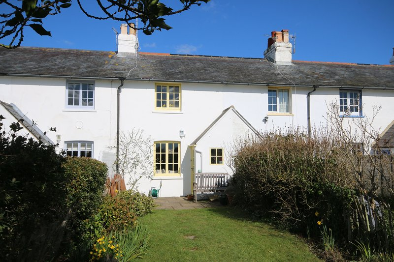 4 Coastguard Cottage, West Wittering, holiday rental in Bracklesham Bay