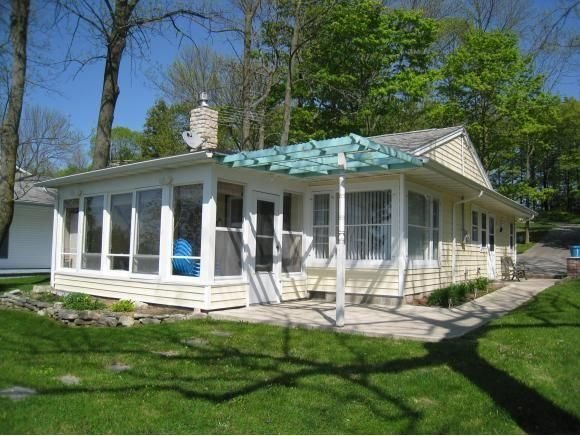 Southern Door County Waterfront Cottage Has Private Yard
