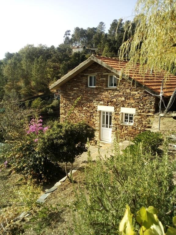 Home in an Old Village in the Douro Region, casa vacanza a Sao Pedro do Sul