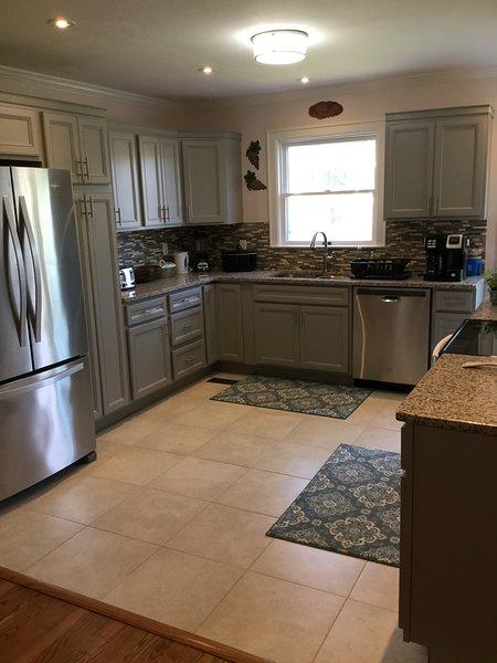 Gourmet kitchen - pic 1