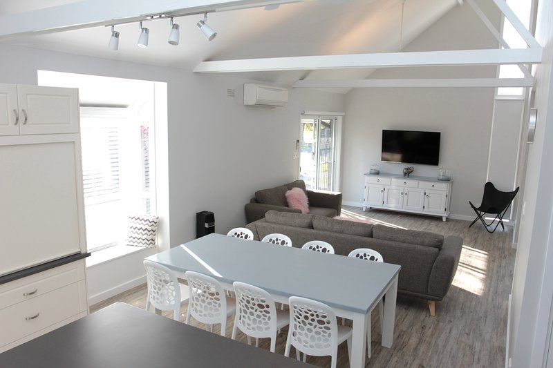 Murray's Place on Pakenham - 4 Bedroom House, holiday rental in Echuca