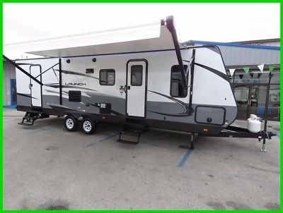 """2018 , 33 ft camper with 1 slide out , sleeps 8-9 2 flat screen tv""""s great Ac"""