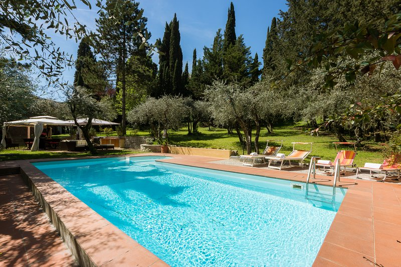 Traditional Tuscan villa, swimming pool, wifi, parking,3km to Ponte Vecchio, vacation rental in Florence