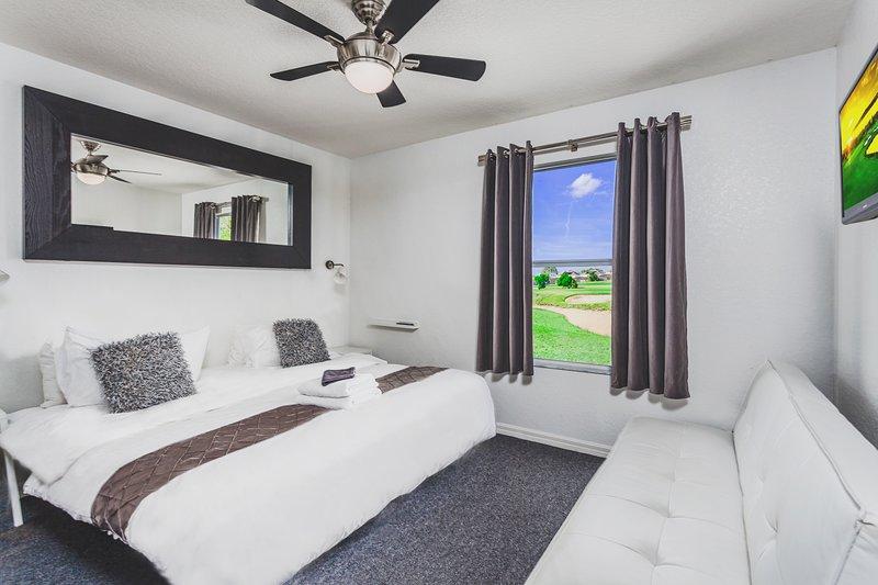 dormitorio con 1 cama king o 2 dobles con vistas al campo de golf