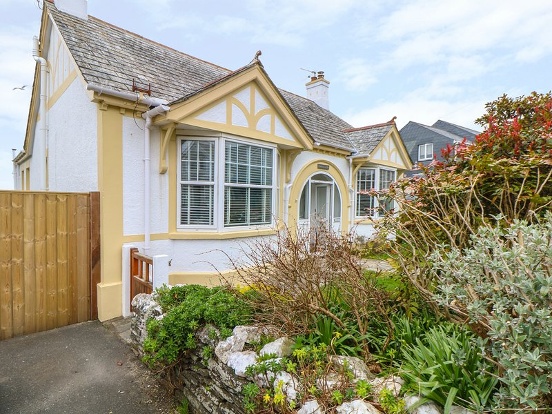 POUND ROCKS, detached contemporary bungalow with garden, in the heart of, vacation rental in Tintagel