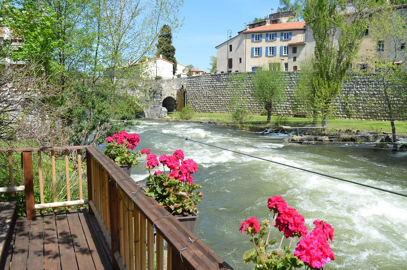 Riverside 4 bedroomed house in Quillan, full of character and charm, holiday rental in Quillan