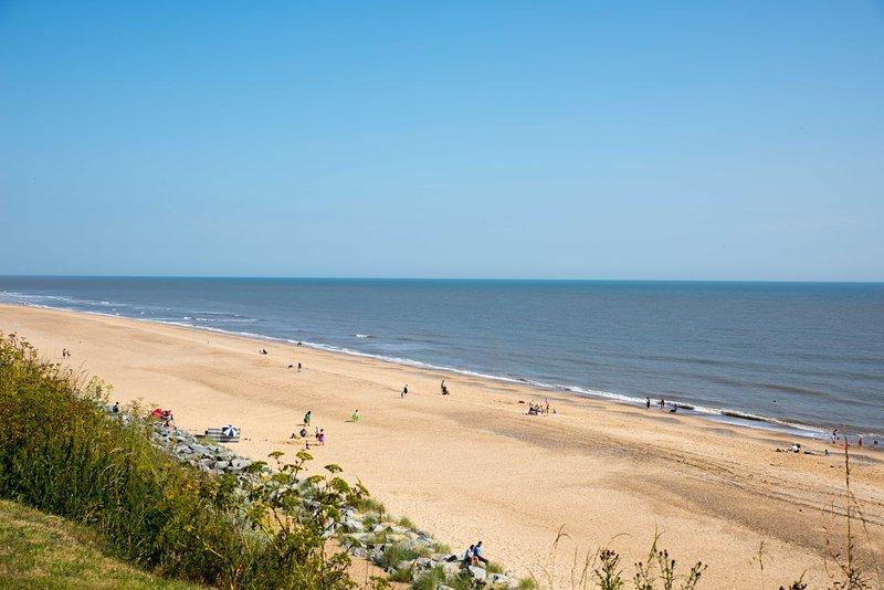 Nuestra playa de arena contigua