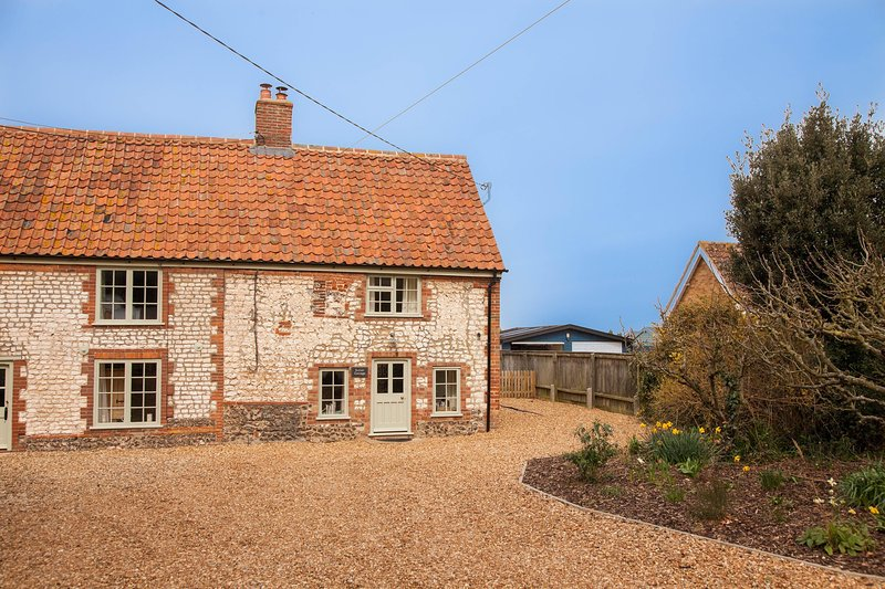 Sutton Cottage, holiday rental in Thornham