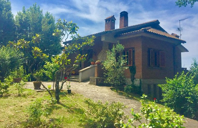 Le Querce Country House - with balconies and terraces - sleeps 10, holiday rental in Acquasparta