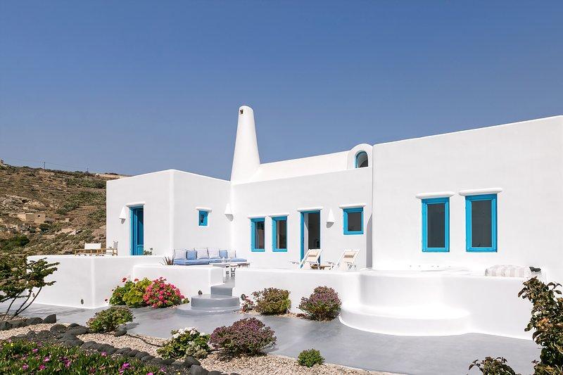 illusion Villa - Exceptional Private Villa with Outdoor Jacuzzi, Ferienwohnung in Santorin